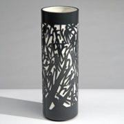 Industreal-FLYING-vase-en-porcelaine-noire-et-blanche-0-0